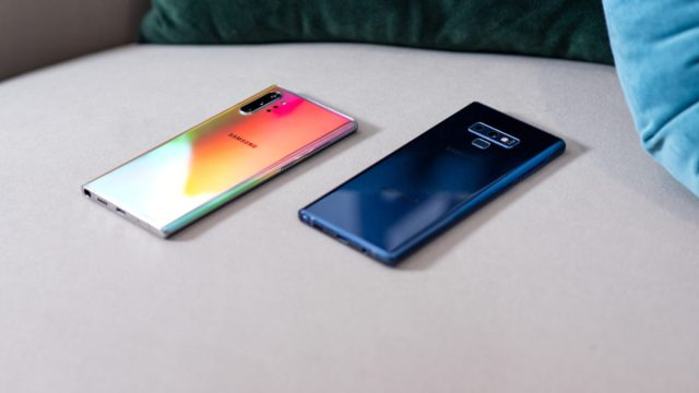 Samsung Galaxy Note 10 Plus Aura Glow vs Samsung Galaxy Note9 Blue at angle