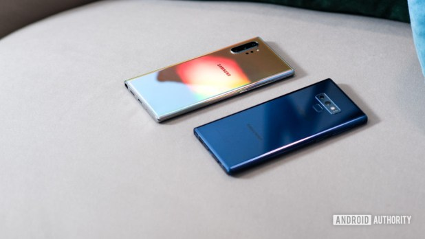 Samsung Galaxy Note 10 Plus Aura Glow vs Samsung Galaxy Note9 Blue at angle 2