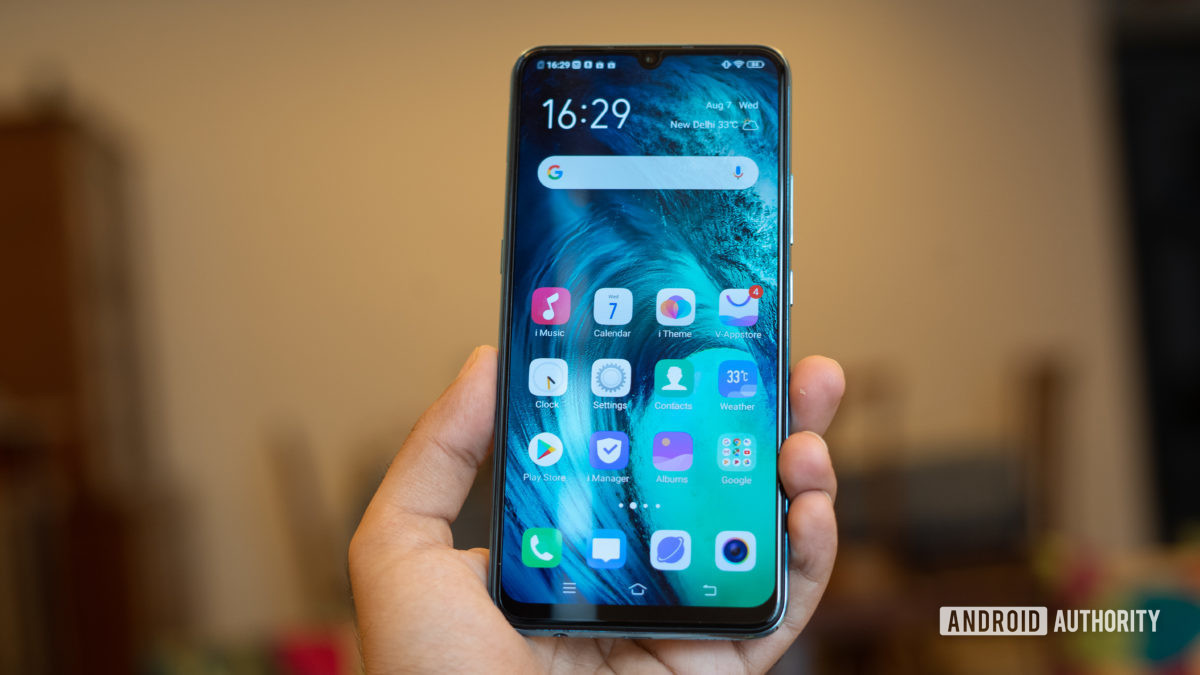 Vivo S1 in hand with home screen