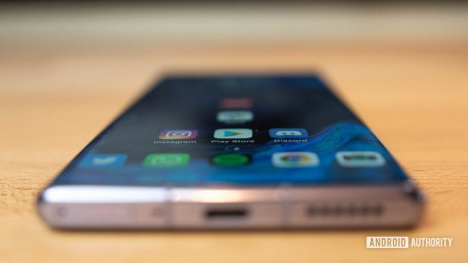 Huawei Mate 30 Pro Wide of curved screen
