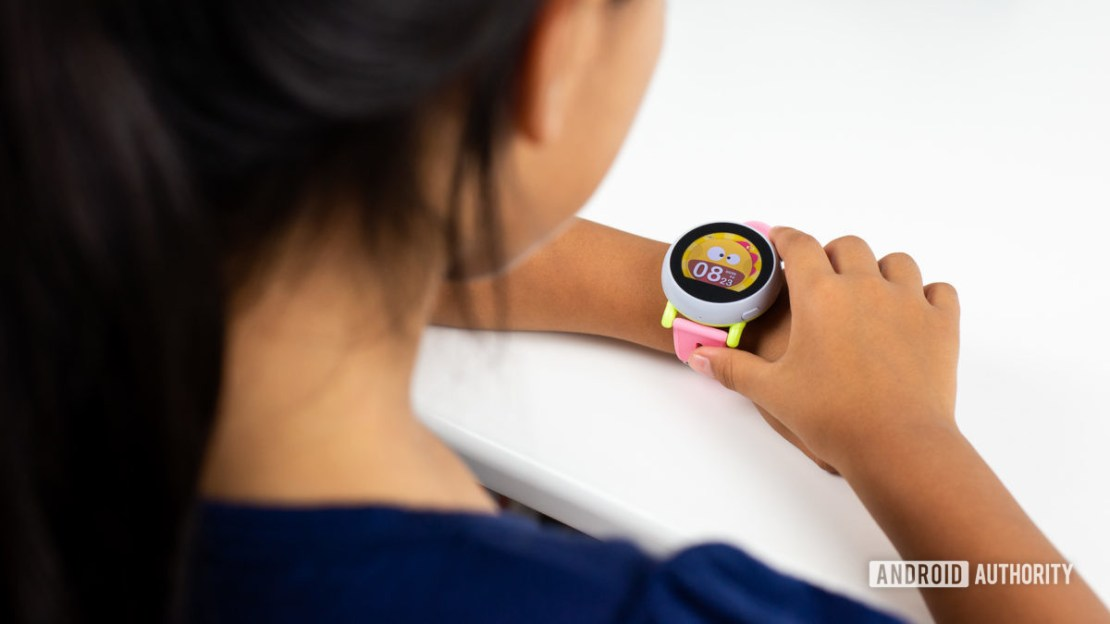 Kid using Coolpad Dyno smartwatch 2
