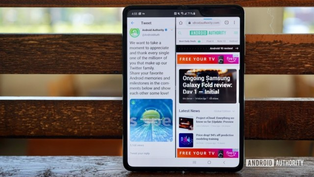 Samsung Galaxy Fold Review multitasking with two apps