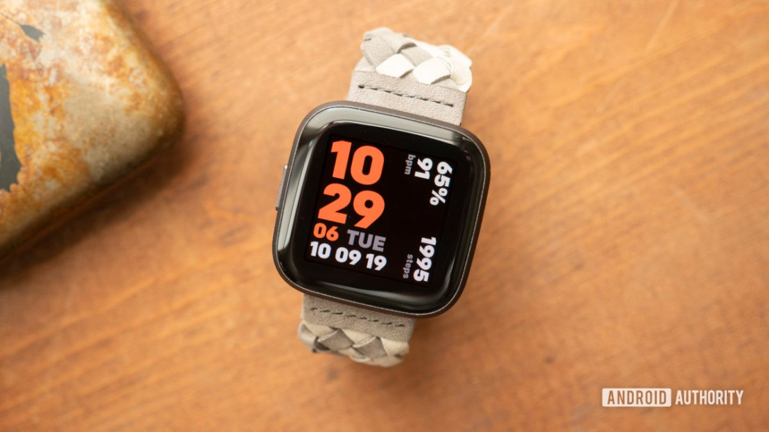 fitbit versa 2 review display watch face 8