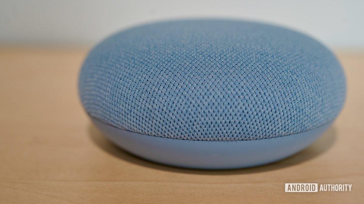 Google Nest Mini небо