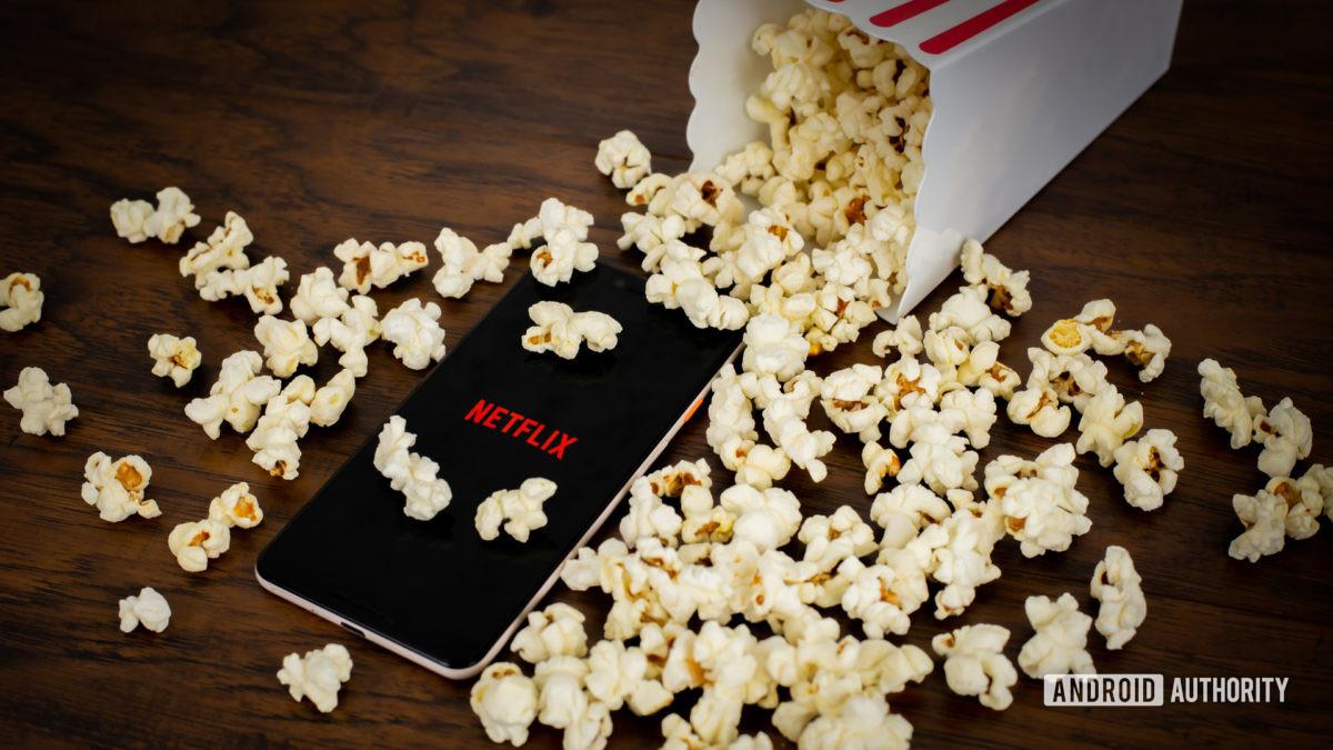 Netflix с попкорном стоковое фото