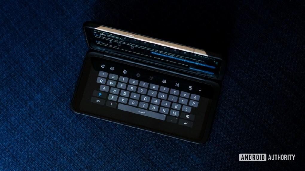 LG V60 dual screen keyboard mode 2