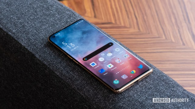 Oppo Find X2 Pro screen on couch 1