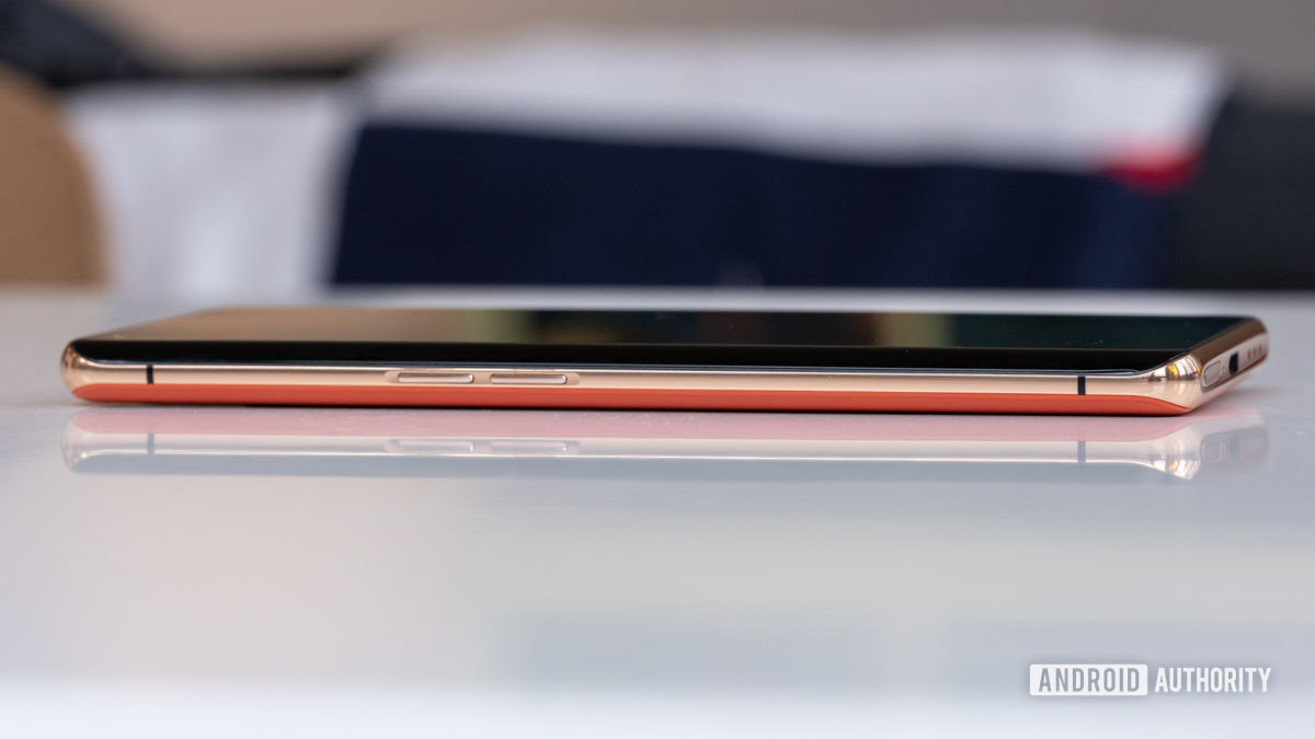Oppo Find X2 Pro боковая отделка золотом