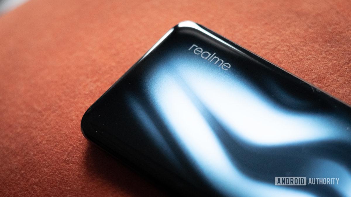 Realme 6 Pro показывает градиент и логотип
