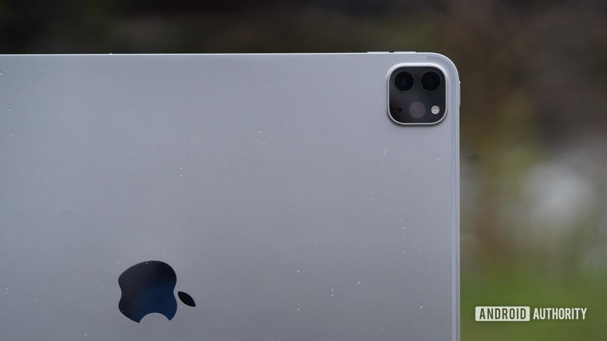 Apple iPad Pro 2020 логотип и камера