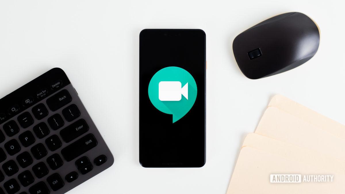 Фото Hangouts Meet на смартфоне