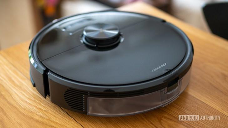 Roborock S6 MaxV robot vacuum cleaner rear view top