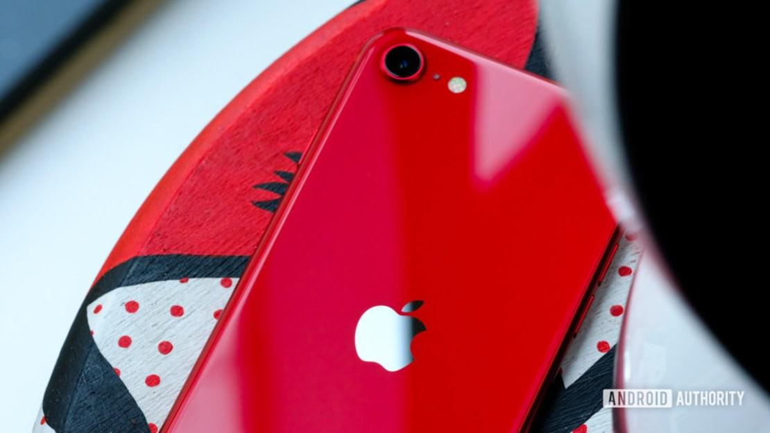iPhone SE back crop