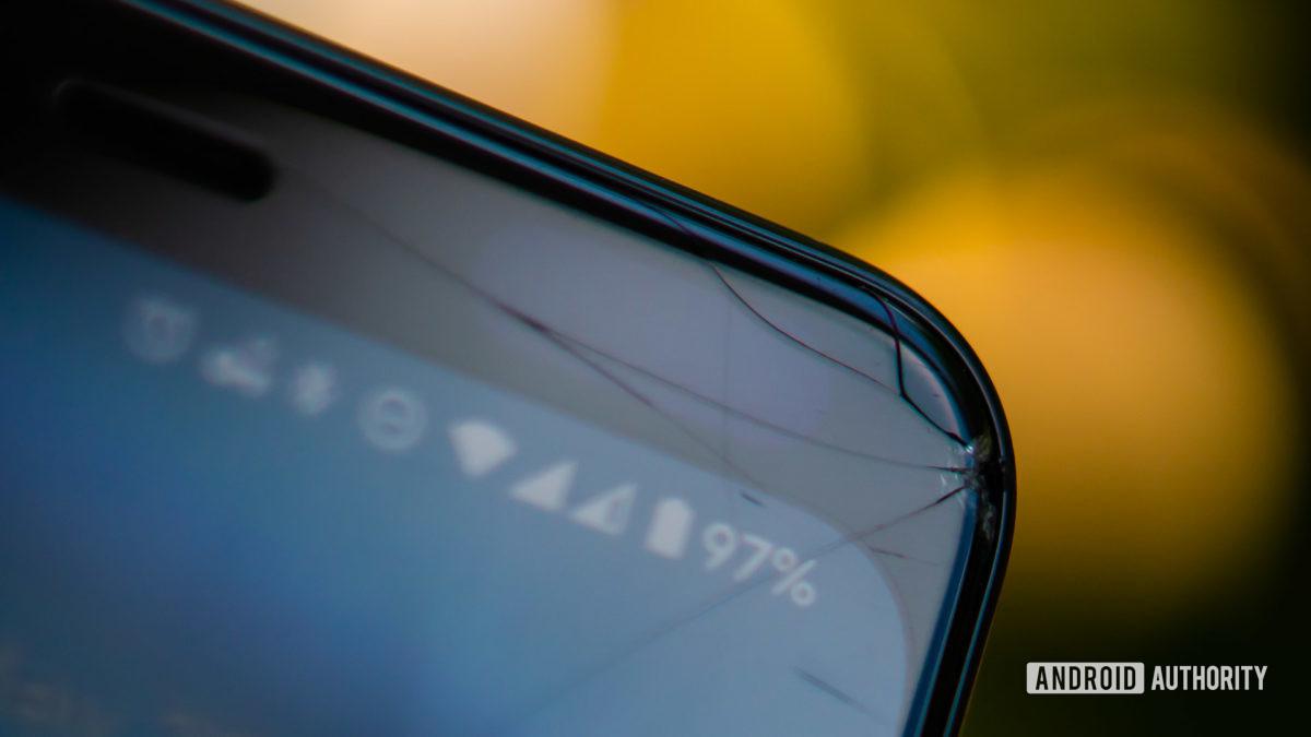 Треснувший экран Pixel 4 XL 2