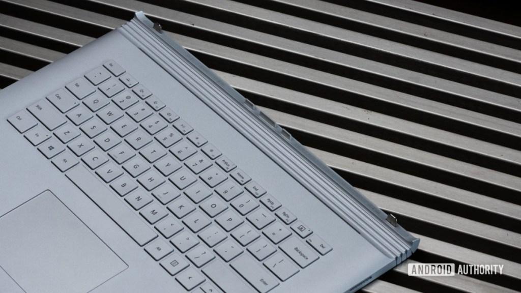 Клавиатура и шарнир Microsoft Surface Book 3