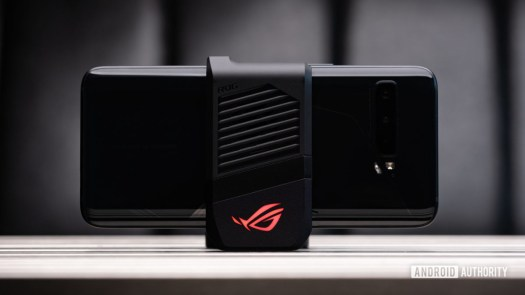 Asus ROG Phone 3 AeroActive cooler attached