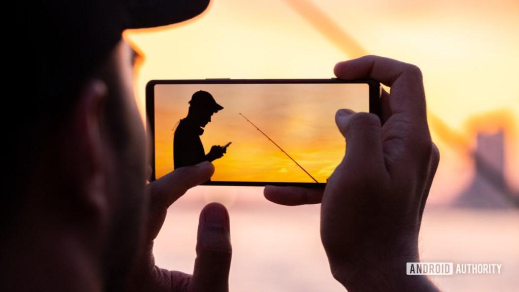 Sony Xperia 1 II делает снимок