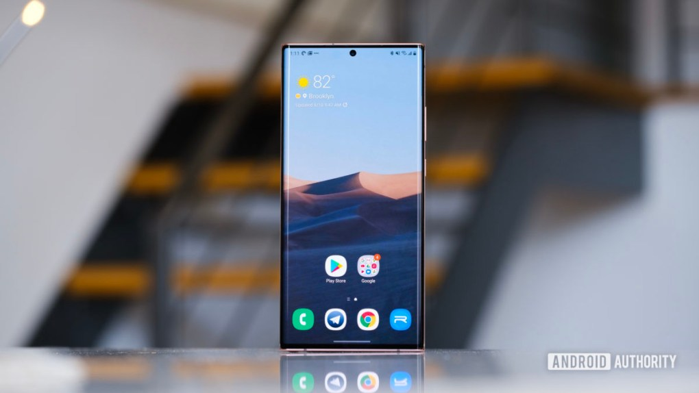 Samsung Galaxy Note 20 Ultra screen straight on close 2
