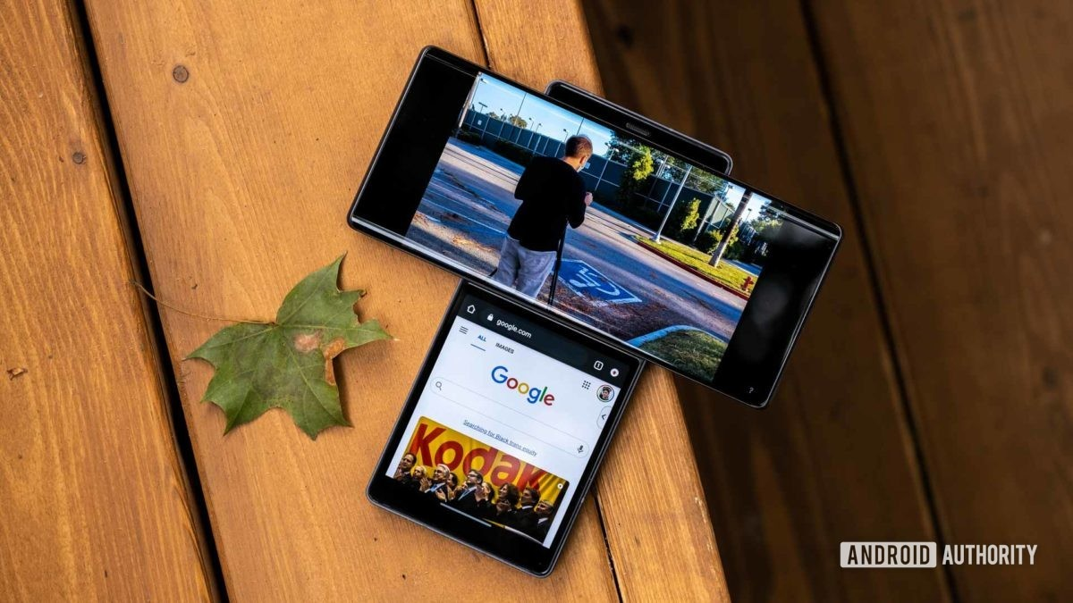 LG Wing abre YouTube e Chrome