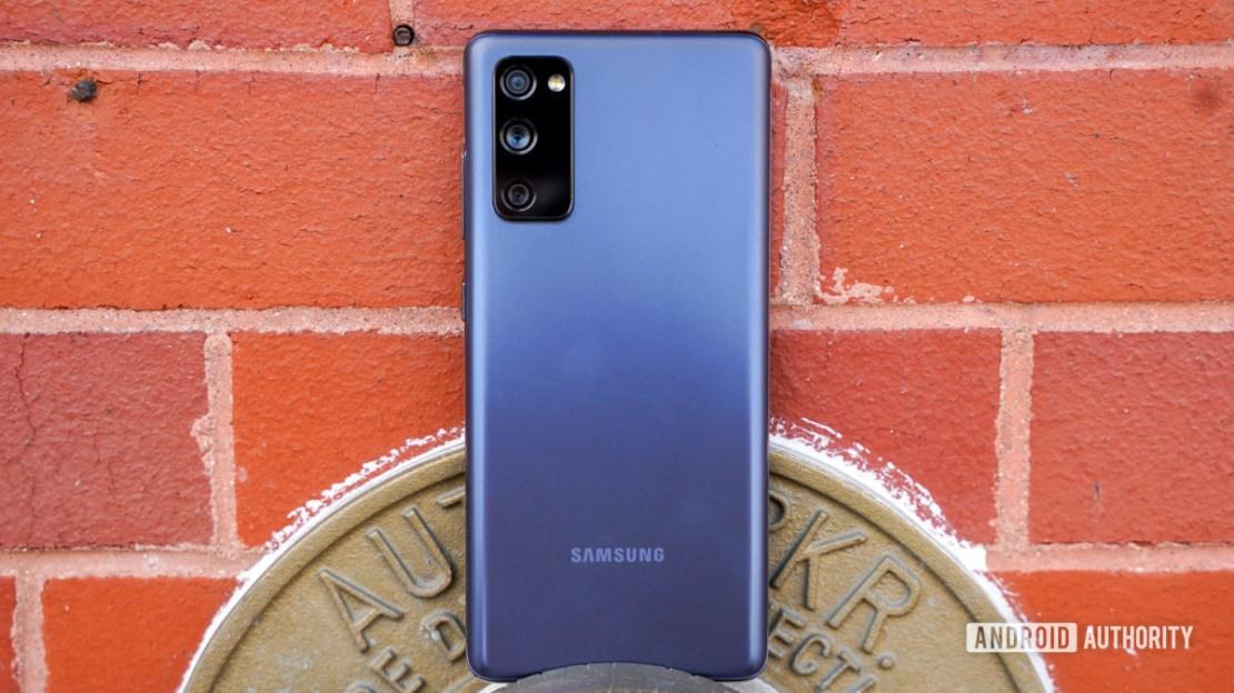 Samsung Galaxy S20 FE rear and center