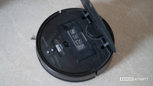 Mi Robot Vacuum Mop P открыта верхняя крышка