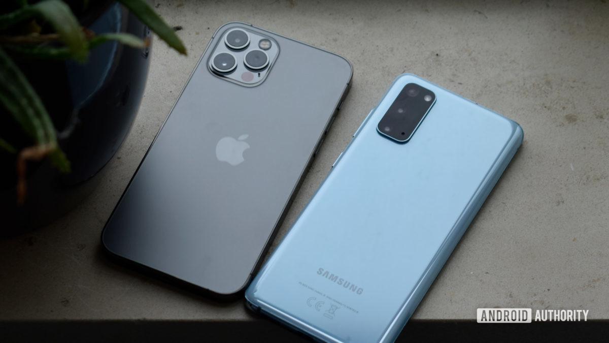 Samsung Galaxy S20 против Apple iPhone Pro EOY 2020