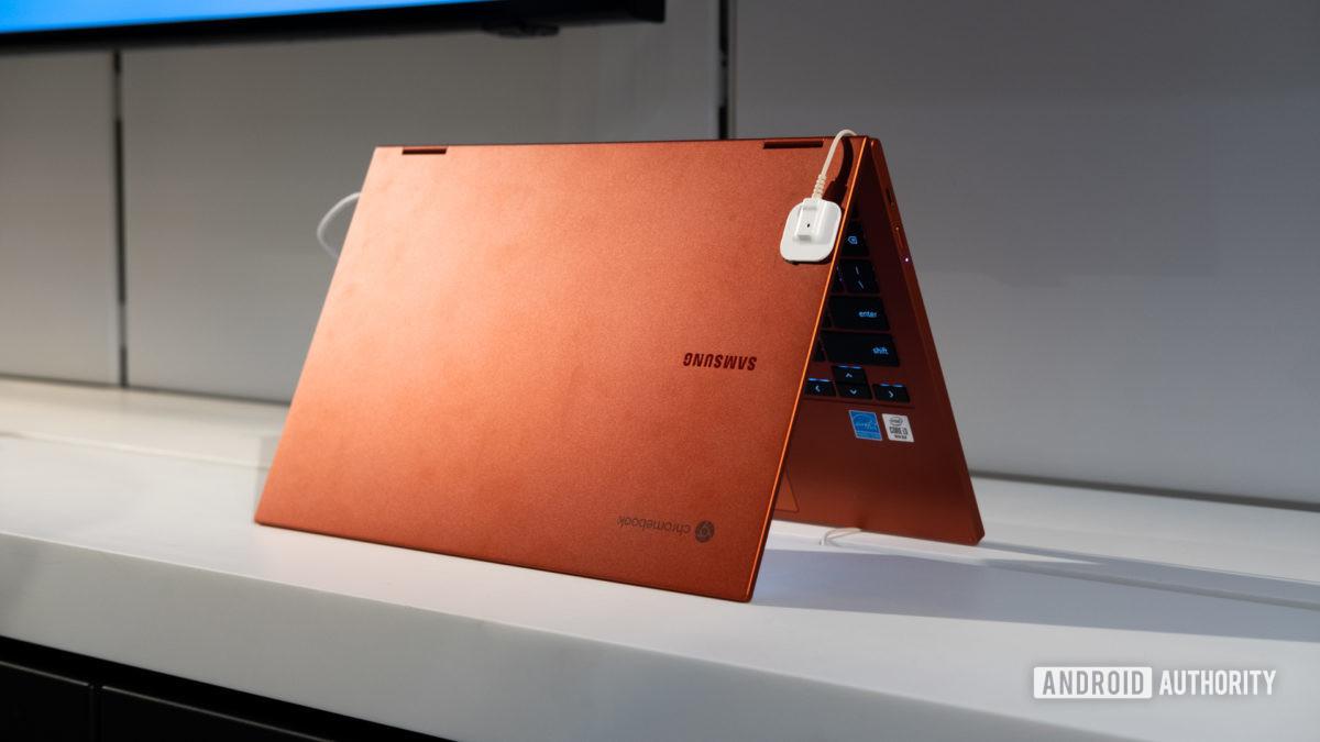 Samsung Galaxy Chromebook 2 meio aberto