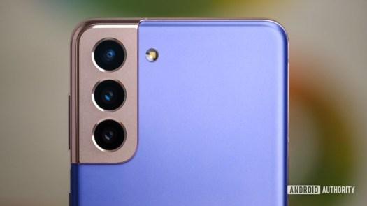 Samsung Galaxy S21 back camera macro straight on 1