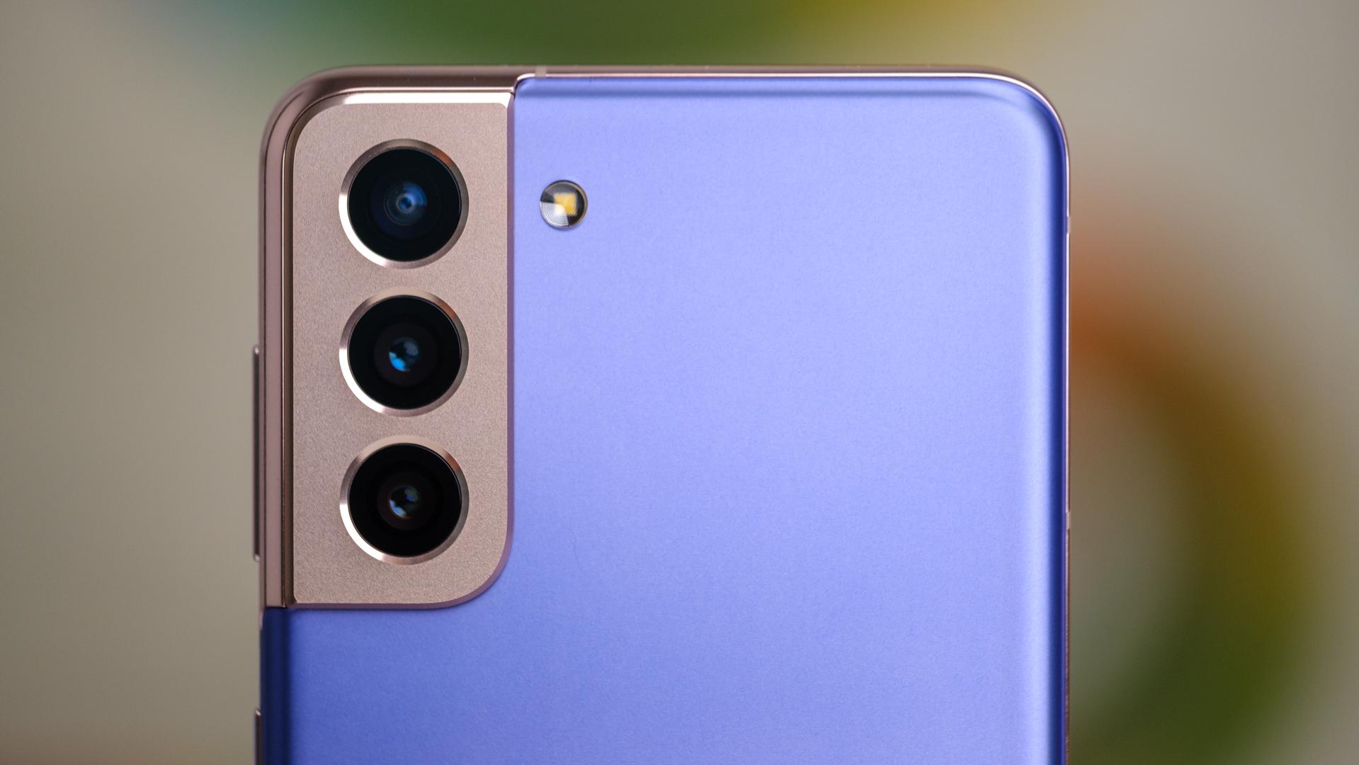 Macro da câmera traseira do Samsung Galaxy S21 direto em 1