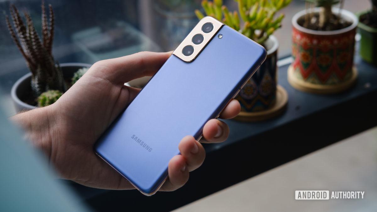 Samsung Galaxy S21 de volta na mão 1 1