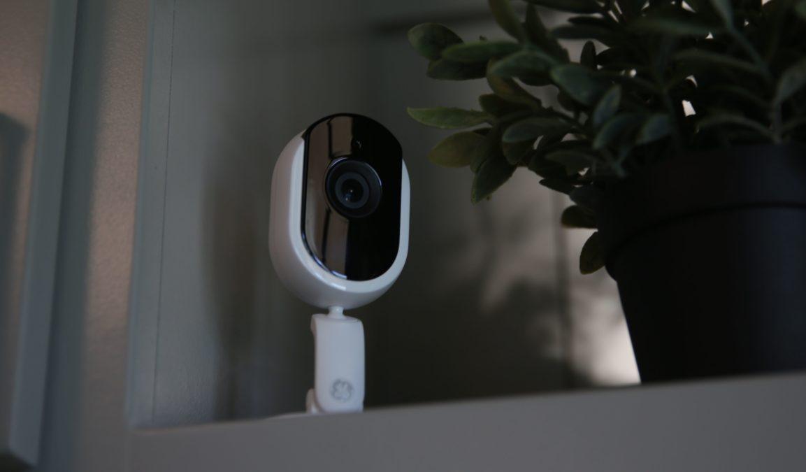 câmera inteligente cync