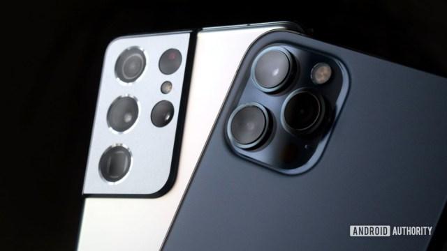 Galaxy S21 Ultra vs iPhone 12 Pro Max camera dark