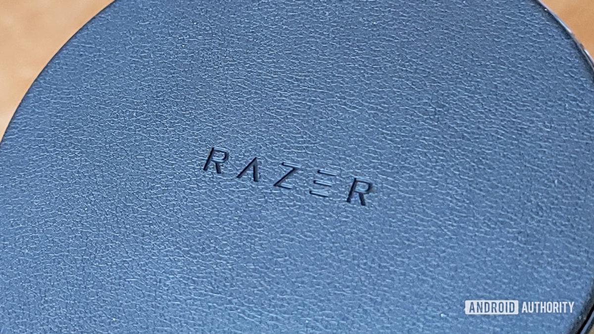 Análise cromada da almofada de carga Razer Close up da textura da almofada de carga