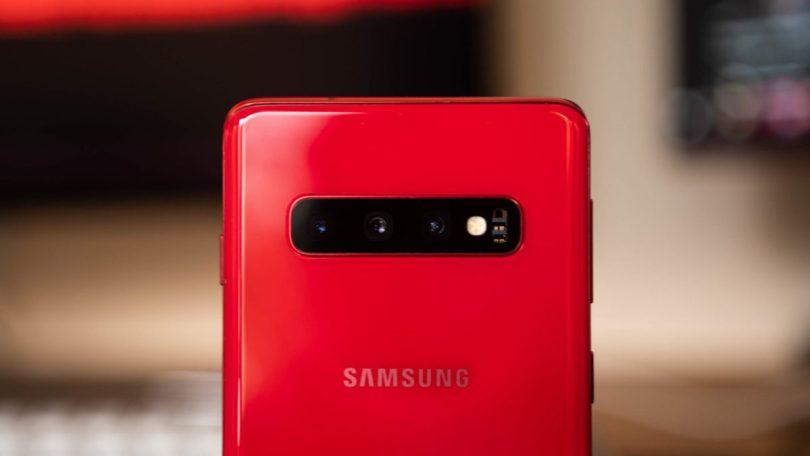 Samsung Galaxy S10 close up of triple camera