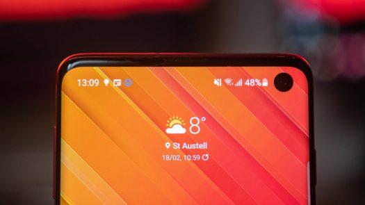 Samsung Galaxy S10 top of the display