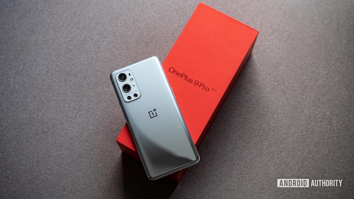 Обзор OnePlus 9 Pro с телефоном