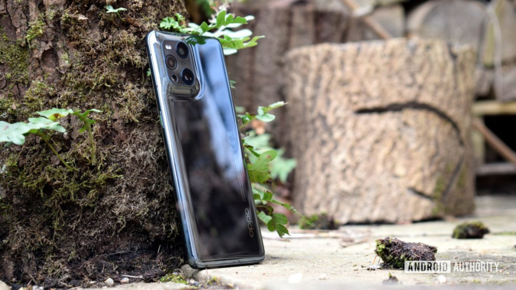 Oppo Find X3 Pro review outdoor