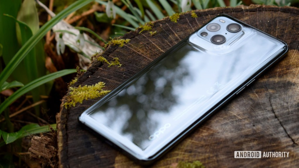 Oppo Find X3 Pro review outdoor back