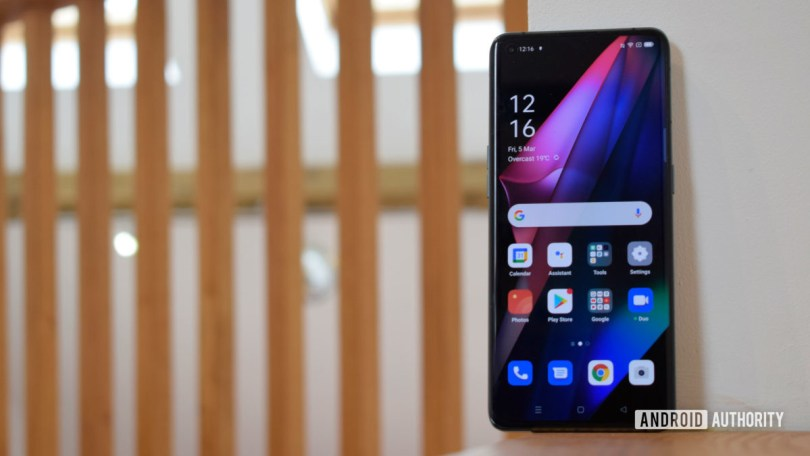Oppo Find X3 Pro review standing