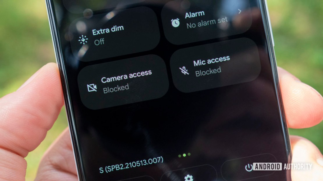 android 12 beta 2 privacy microphone camera access blocked quick settings
