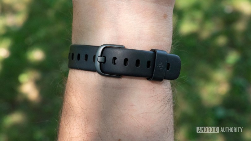 fitbit luxe review on wrist strap