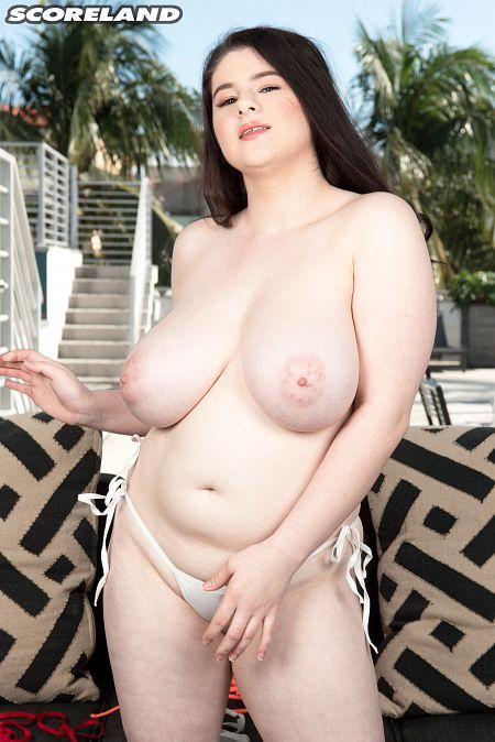 Diana Eisley: Busty Bikini Babe