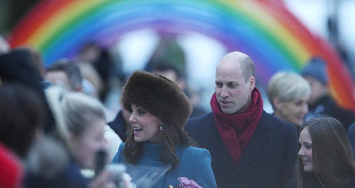 الأمير وليام وزوجته كيت في حديقة المنحوتات في النرويج