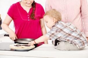 Niño cocina