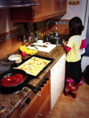 NIñas cocina (480x640)