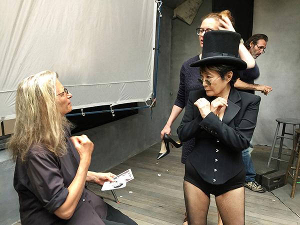 Yoko Ono y Annie, en backstage. Foto: Pirelli