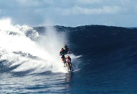 Robbie-Maddison-motorcycle-surfing-screenshot-YouTube