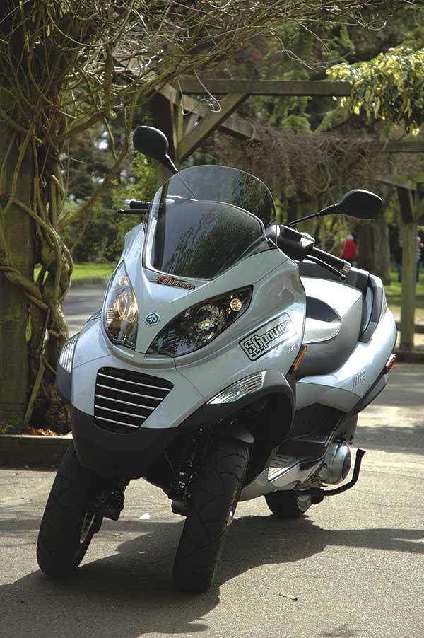 piaggio mp3 three wheel scooter