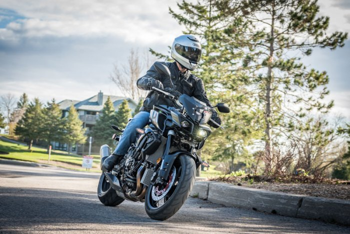 Yamaha's wild styled 2016 FZ-10