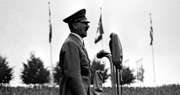Chanceler alemão, Adolf Hitler, se endereçando a grupos de jovens fascistas em Nuremberg, 11 de setembro de 1937